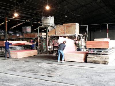 工人在生産